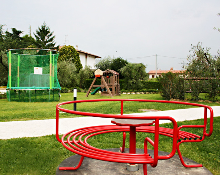 Agriturismo Infinito – Servizi – Giardino – Carousel – Foto 6